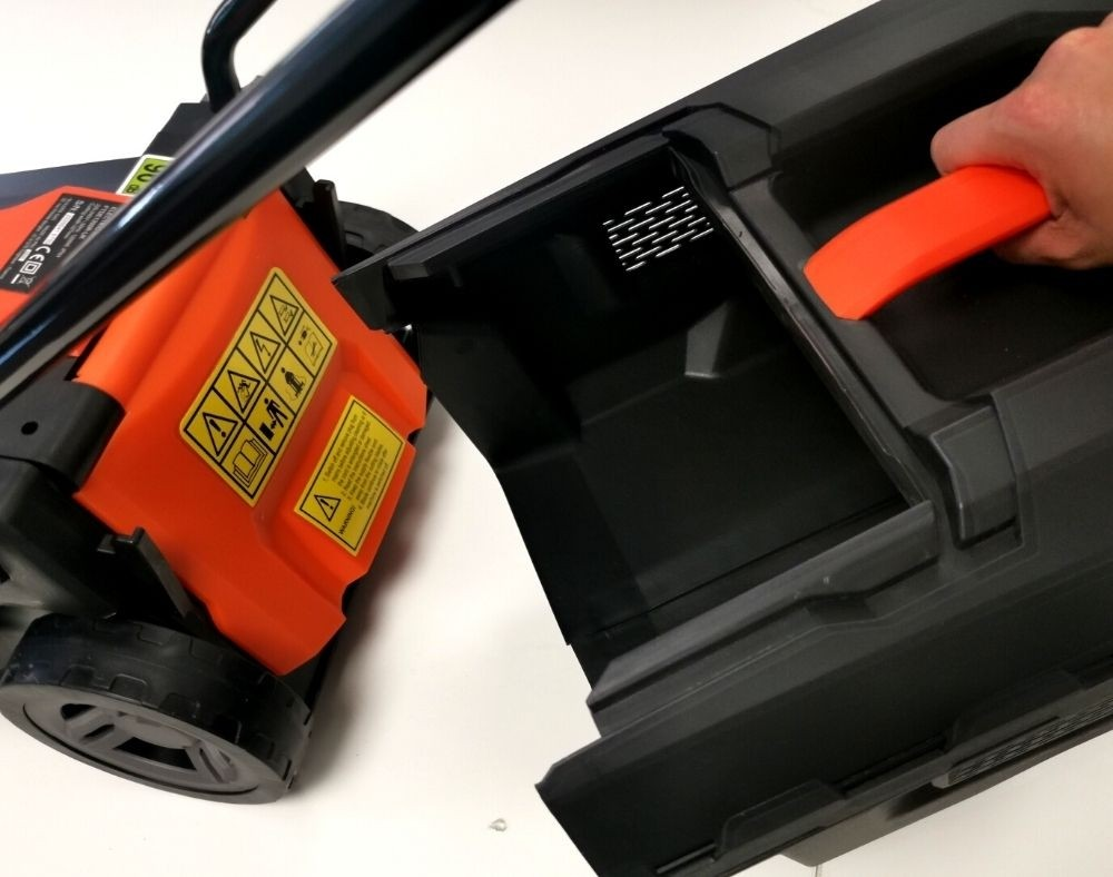 Easy to Carr0 and Empty Grass Box - FTDE600R