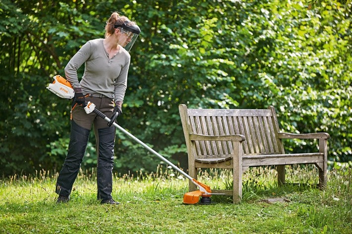 STIHL FSA 86 R Cordless Grass-Trimmer (Tool Only) (Brushcutters – Cordless Linetrimmers & Strimmers)